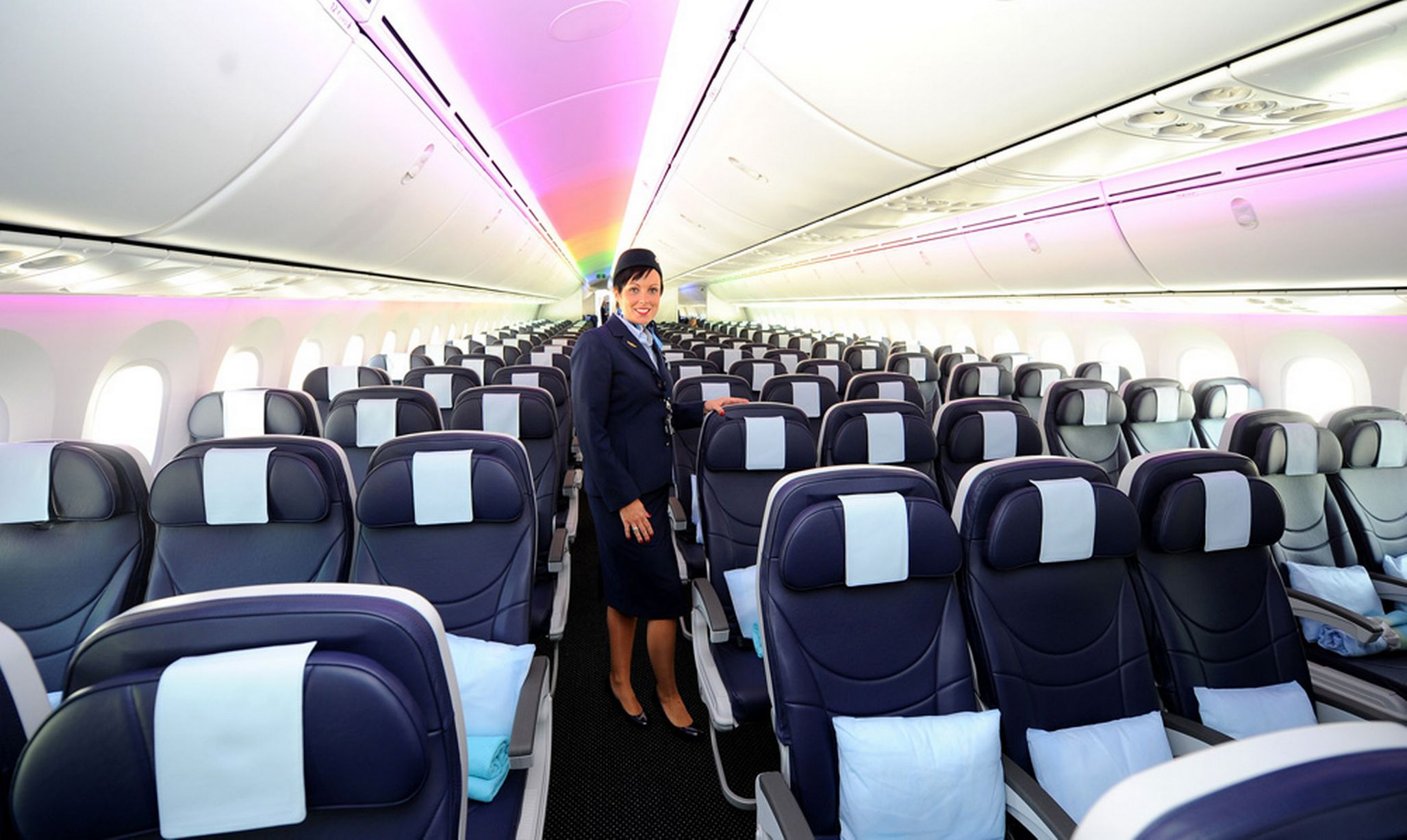 AIRLINE REVIEWS: THOMSON AIR DREAMLINER 787 FLIGHT TO ORLANDO   Space In  Your Case