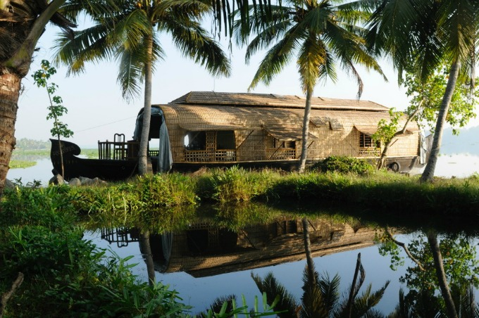 Stay on a Houseboat in Kerala: Travelling with a conscience