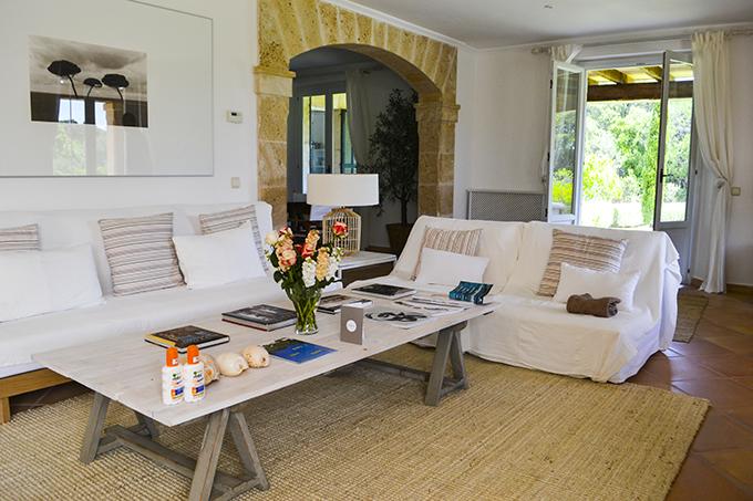 las-palmeras-villa-living-room